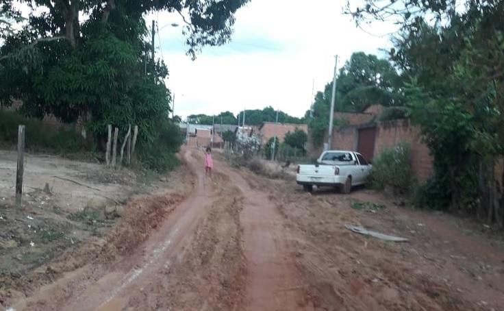 Moradores reclamam de serviço que deixou ruas quase intransitáveis em bairro de Guaraí