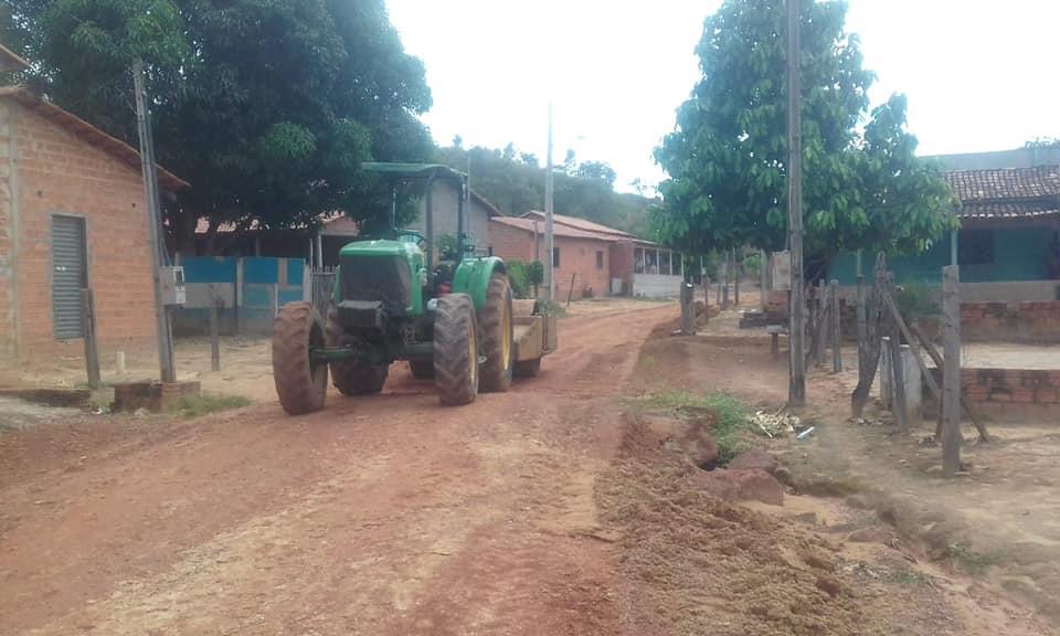 Após reclamação de moradores, vias do Serrinha recebem novo serviço de manutenção