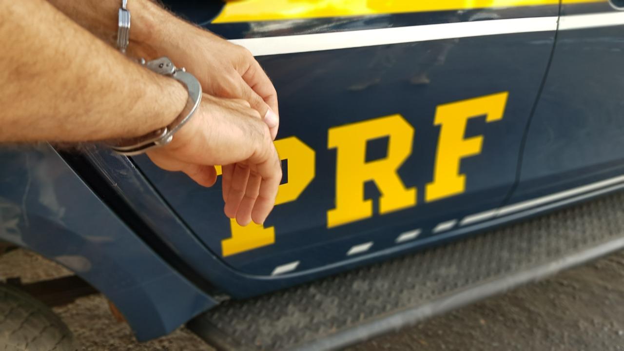 PRF prende três com mandado de prisão em aberto trafegando na BR-153 entre Guaraí e Colinas