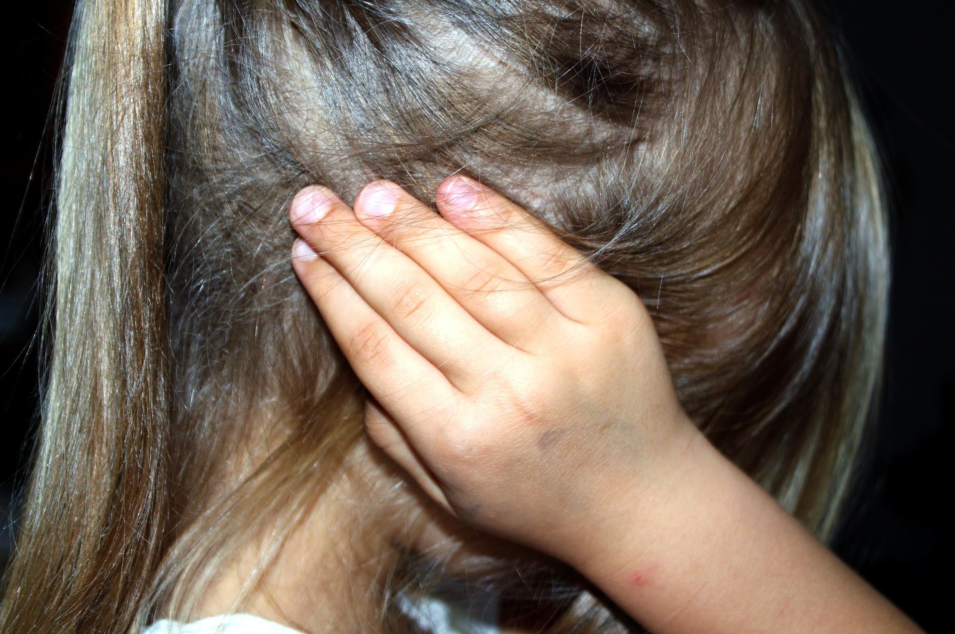 63% das vítimas de estupro no Brasil são crianças ou adolescentes; 75% conhecem o abusador