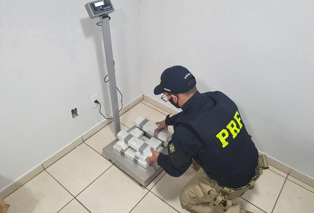 """PRF localiza maconha dentro de caixa com descrição """"produtos para cabelo"""" em Guaraí"""