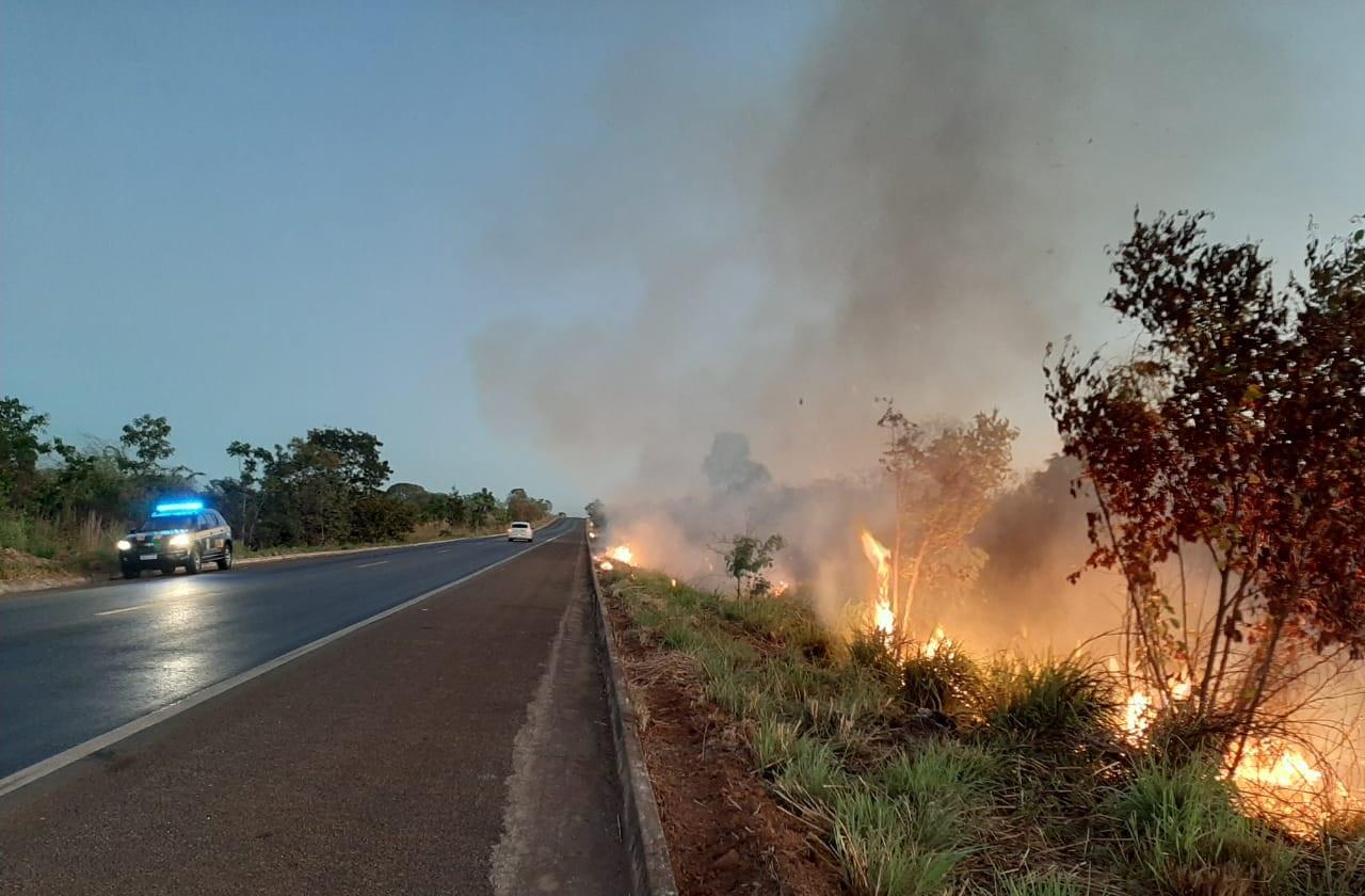 PRF prende homem que ateava fogo na vegetação às margens da BR-153, próximo à Guaraí
