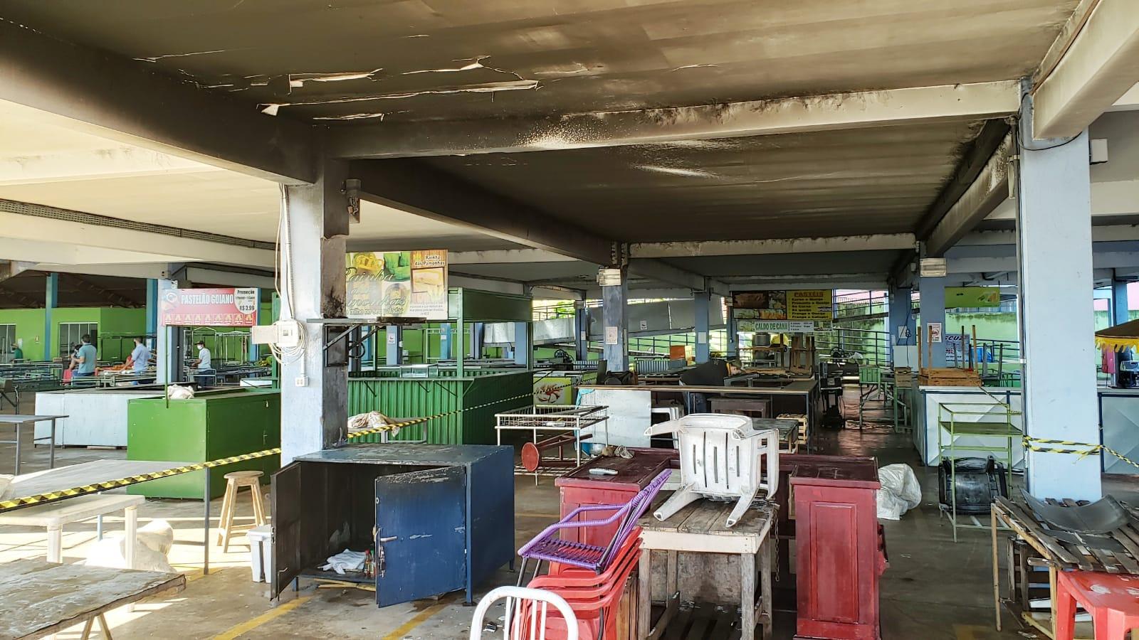 Curto-circuito em televisor pode ter provocado princípio de incêndio na feira de Guaraí