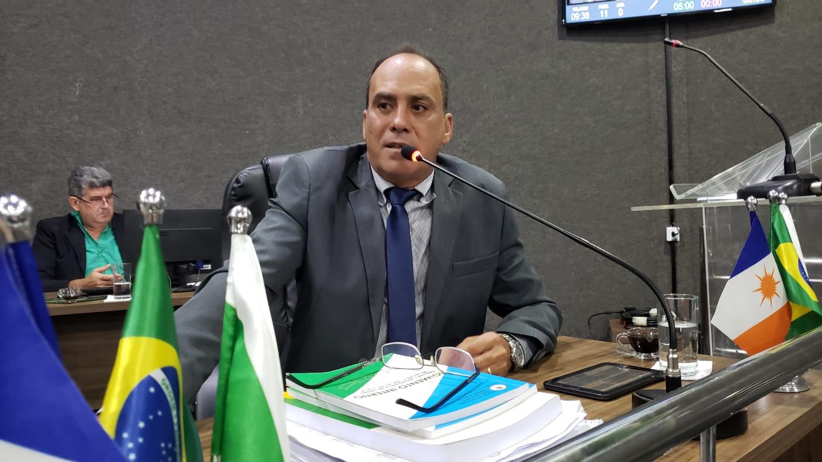 Ex-presidente da Câmara desiste de reeleição e diz que vai apoiar primo vereador em Guaraí
