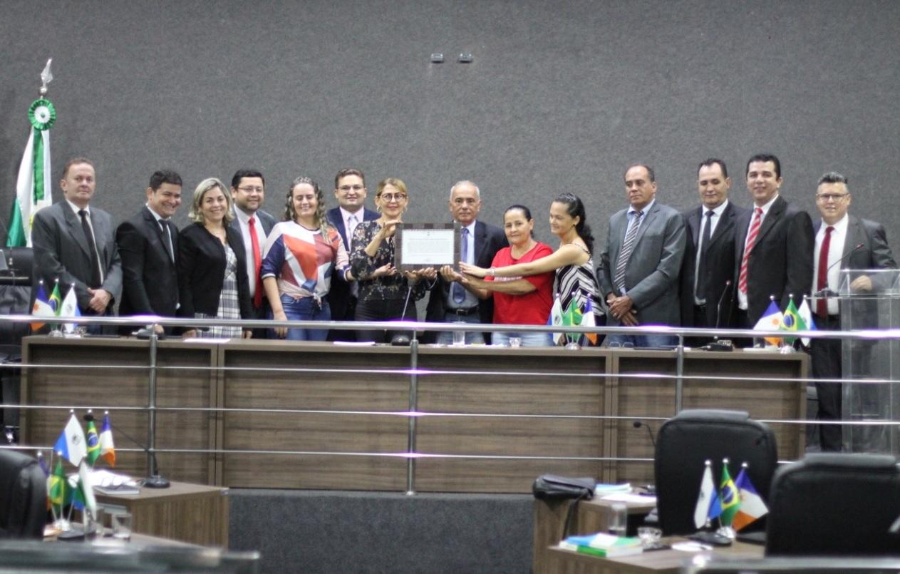 Vereadores reconhecem trabalhos prestados por escola municipal e lojas maçônicas de Guaraí