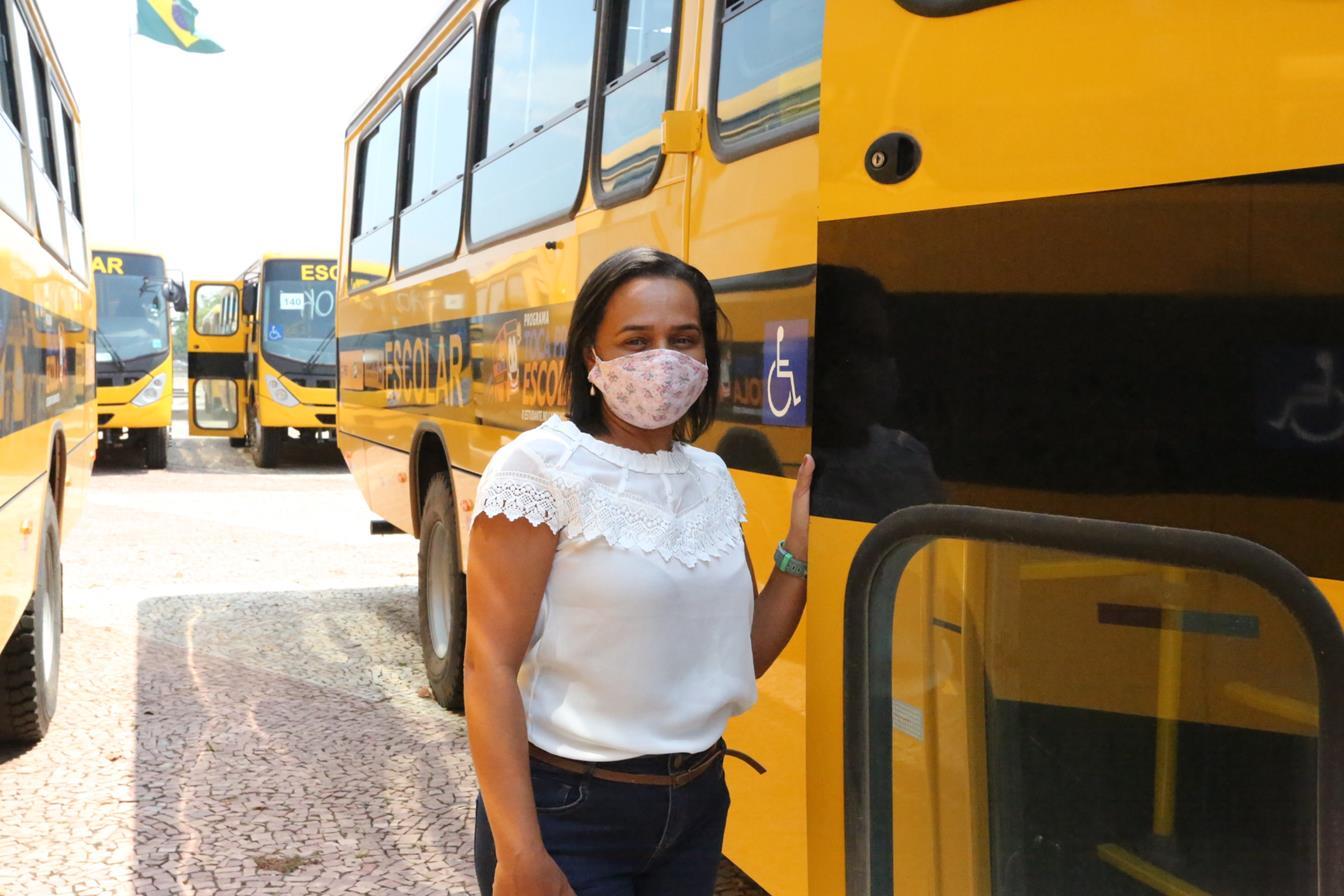 APAE de Guaraí é beneficiada com ônibus escolar novo, entregue pelo Governo do Estado